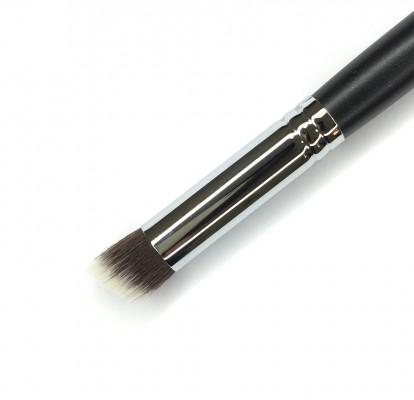 Кисть для коррекции носа и скул жирными текстурами MAKE-UP-SECRET 744 нейлон: фото