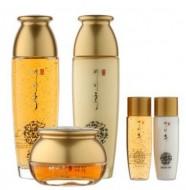 Набор с золотом и экстрактом красного женьшеня (тонер, эмульсия, крем) Yezihu gold skin care set BERGAMO: фото